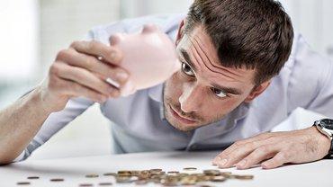 Sparschwein Monatsende Armut Niedriglohn Mann Sparen Geld Armut